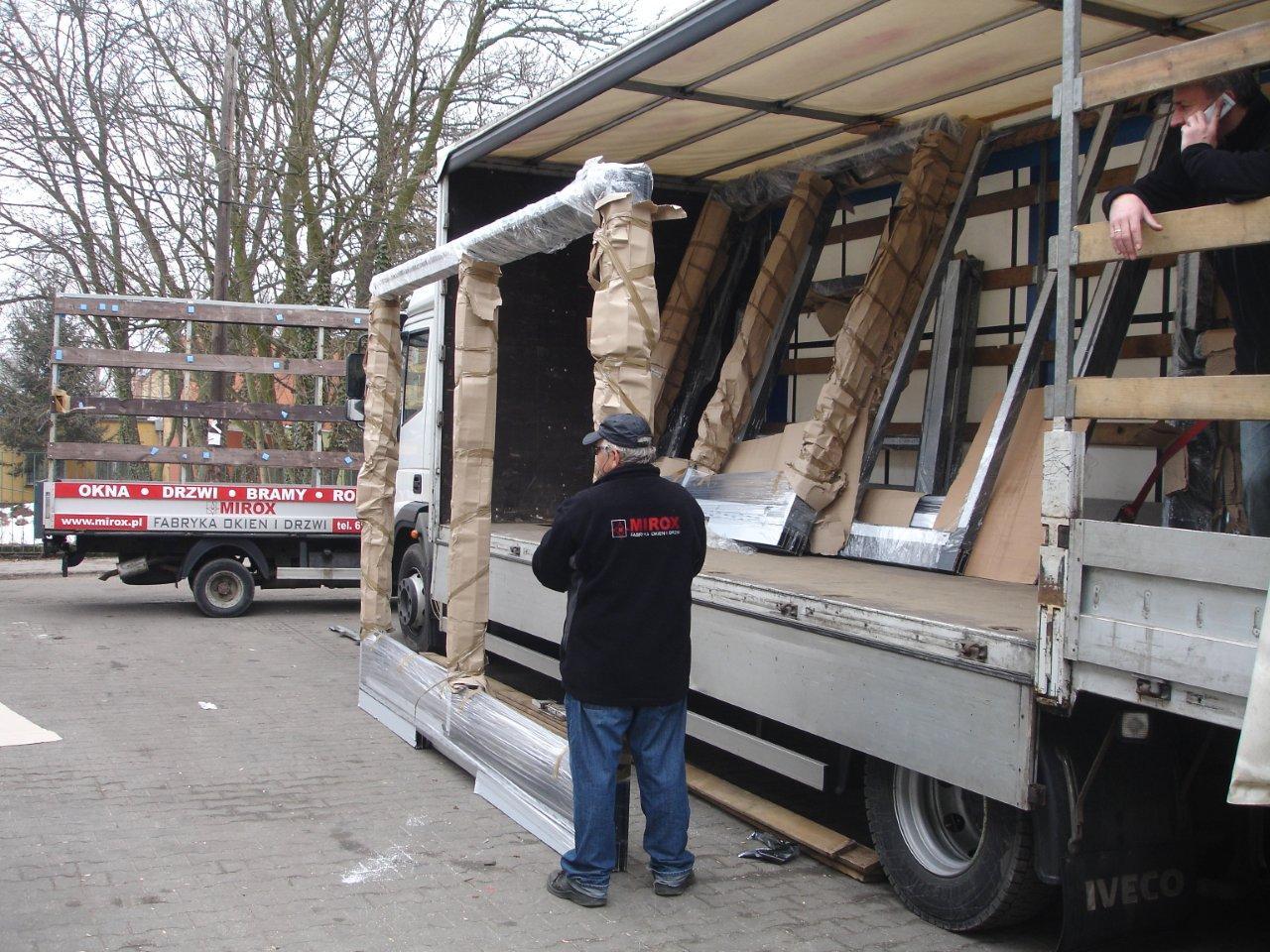 Portes alu mirox fabricant des fenetres et portes de pologne for Porte service coulissante