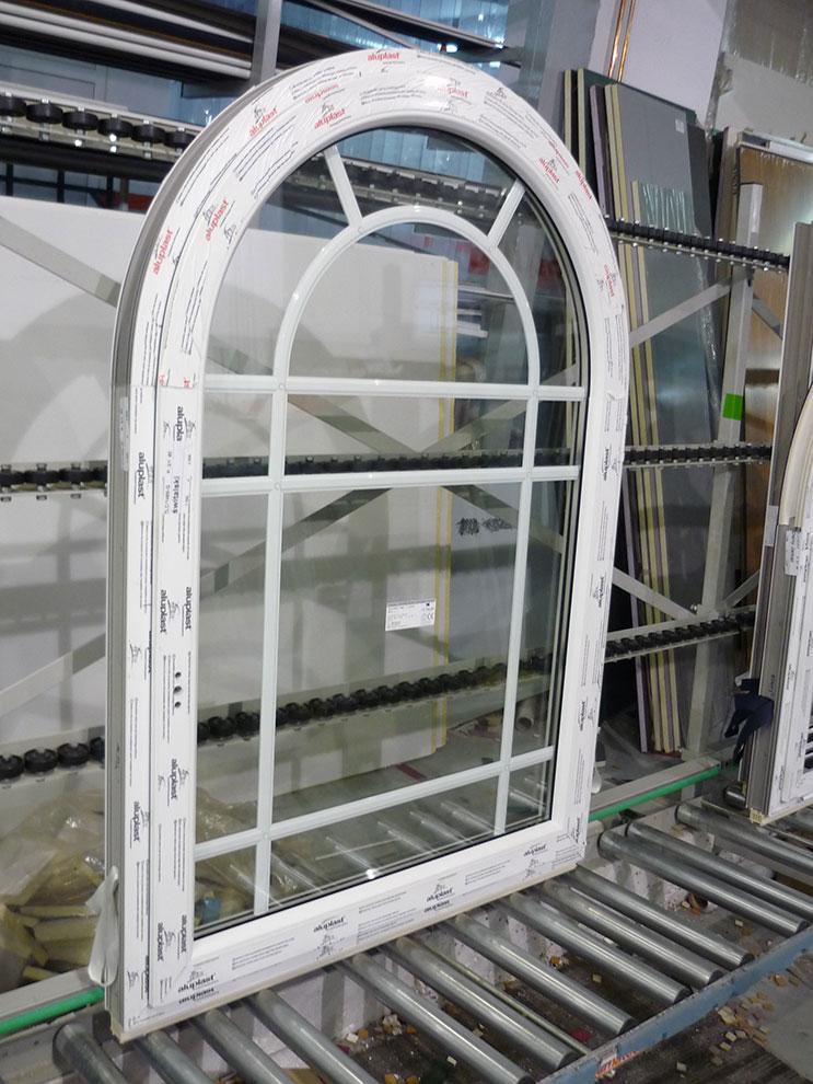 okna nietypowe, okna łukowe, okna ze szprosami