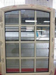 Okna ze szprosami wewnątrzszybowymi i naklejanymi od zewnątrz