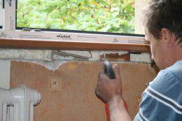 W dolnej części okna przykręcamy dodatkowy próg montażowy służący do zabezpieczenia okna przy transporcie oraz ułatwienia montażu parapetów .